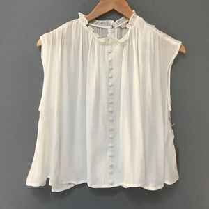 🍊NWT Cream Buttoned Blouse🍎
