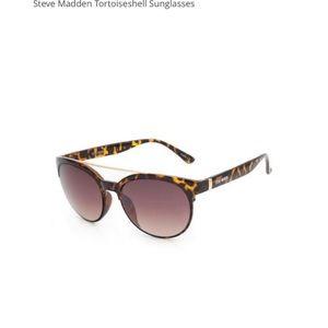 NWT Steve Madden sunglasses
