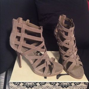 """NWOT Size 7M Express 4 1/2"""" leather heels"""