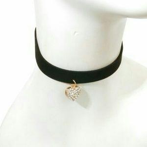 Jewelry - Rhinestone Heart Choker