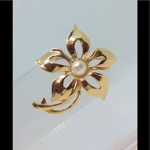 Vintage AAI Flower Brooch Pin Gold Tone Faux Pearl