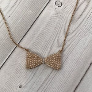 Forever 21 long gold bow necklace ✨