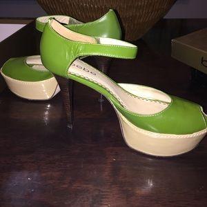Sz 8 Women's Bebe Green Leather Sandal