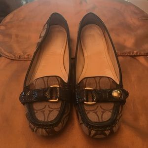 Coach tan classic fabric loafers! 👞
