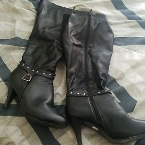Evening boots with mini heel and wide calves