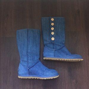 Like new! Blue Uggs
