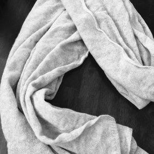 Club Monaco Accessories - Collection Luxury 100% Cashmere Scarf