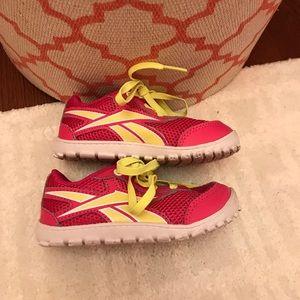 Reebok tennis shoes size 6