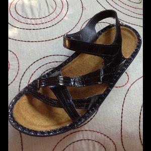 ❤️💜💙 NAOT Paris Cosmopolitan Sandal 💙💜❤️