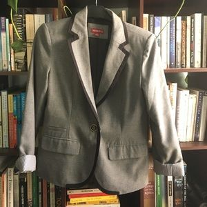 Wooly grey blazer with contrast trim and lining