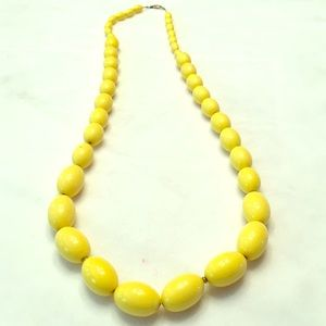 Jewelry - Vintage necklace yellow beads on goldtone chain