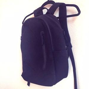 Everlane Mod Commuter Backpack + FREE V-neck Tee!
