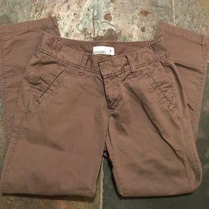Brown cropped pant.