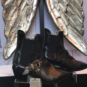 NWT Zara boots Size 7 1/2 😍