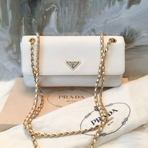 Auth Prada White Saffiano Chain Flap Bag