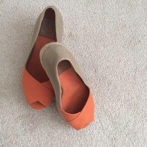 Tory Burch wedge shoe size 8