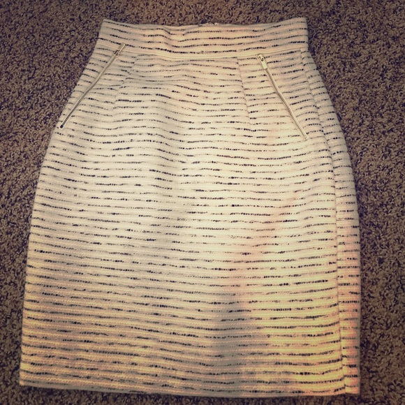 H&M Dresses & Skirts - H&M high waisted skirt