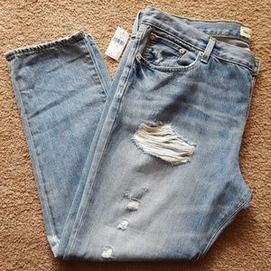 NWT GAP Relaxed Boyfriend Ripped Jeans Size 32