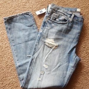 NWT GAP Relaxed Boyfriend Destroyed Jeans Size 28