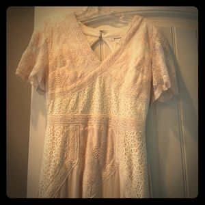Soieblu short sleeve v-neck dress with mixed lace