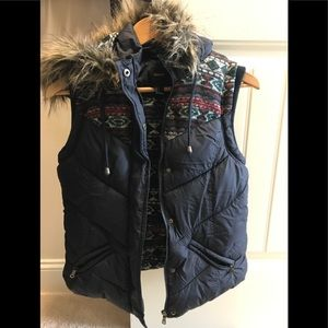 *Similar to Penfield* navy puffer fur vest w/ hood
