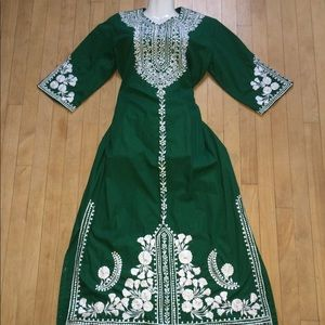 PRETTY💗VINTAGE FLOWY MAXI DRESS EMBROIDERY GREEN