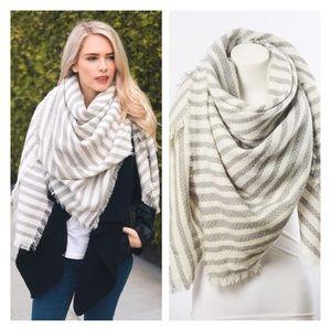 ✨HOST PICK✨ Gray Plaid Blanket Scarf