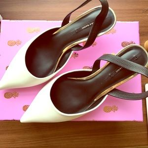 Pointed Pump with small heel