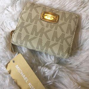 Michael Kors MK Jet Set Vanilla Bifold zip wallet