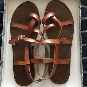 Mossimo Suppy Co brown strapped sandals sz 9