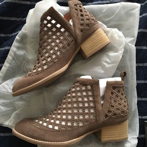 NEW Jeffrey Campbell Taggart taupe boots sz 8.5