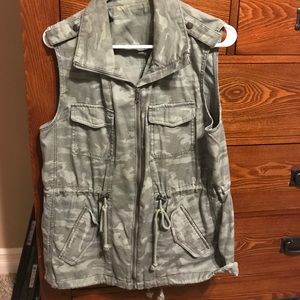 Maurice's size large camouflaged vest