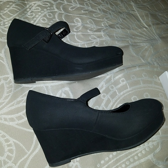 Soda Shoes - Girl's size 3 black wedge dress shoes