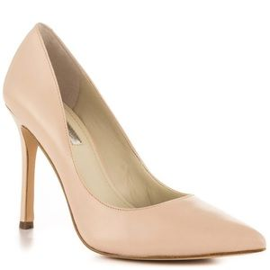 BCBG Treasure leather blush pointed toe pump heels