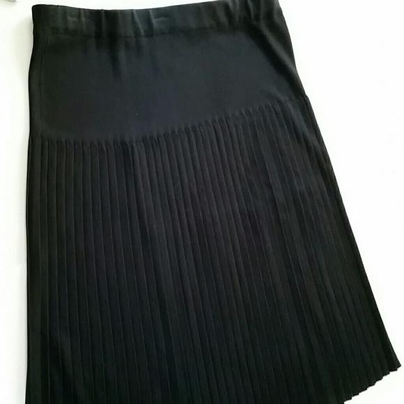 0a1942ae46 🔥CLEARANCE SALE🔥Misook knit pleated skirt. M_59c823ef4127d0a226039cc0