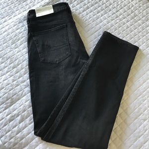 ❗️SHIPS TOMORROW❗️American Eagle Hi-Rise jeans