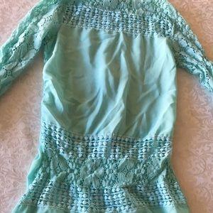 Tops - Mint green detail shirt !