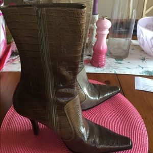 Kenneth Cole size nine Brown skin calf boots
