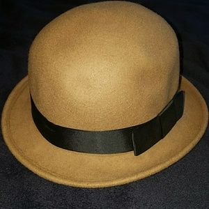 Brown hat with black bow. One size