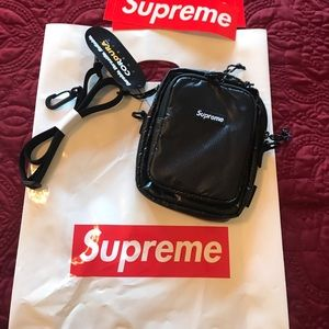 Supreme shoulder bag in black