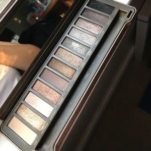 Urban Decay Naked 2  palette +FREE GOODIES!!💎