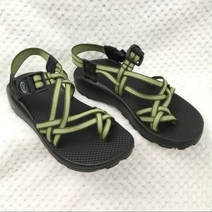 Chaco Size 8 Green Double Strap Toe Strap Sandals