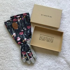 Hillsong Sisterhood Gardening Gloves with Box