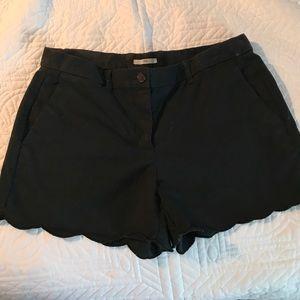 Gap scalloped black shorts