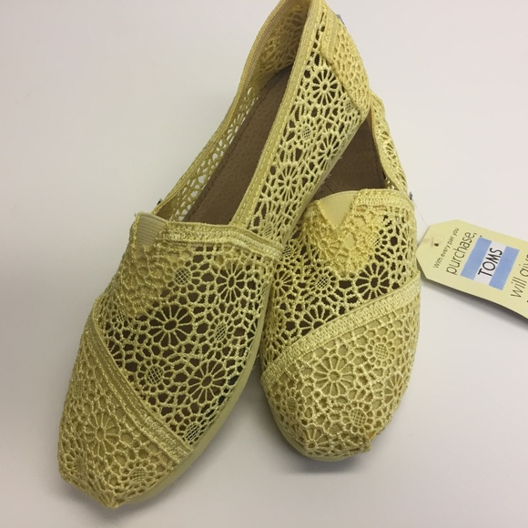 88578e25230 Tom s Lemon Crochet - Size 9 - Brand New