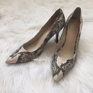 Nine West Heels Snake skin Sz 8 Gray and Cream