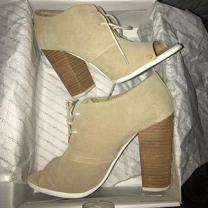 Aldo tan suede shoes