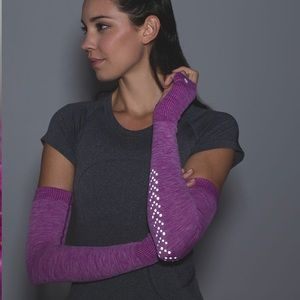 Lululemon- Swiftly Arm Warmers Reflective