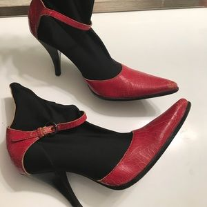 Size 38 Miu Miu high heels red cracked leather