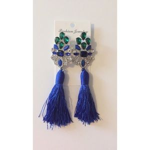 Jewelry - ✨NWOT Blue Tassel Earrings✨